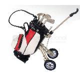 Bolsa de golf con llantas incluye: tres plumas | Articulos Promocionales